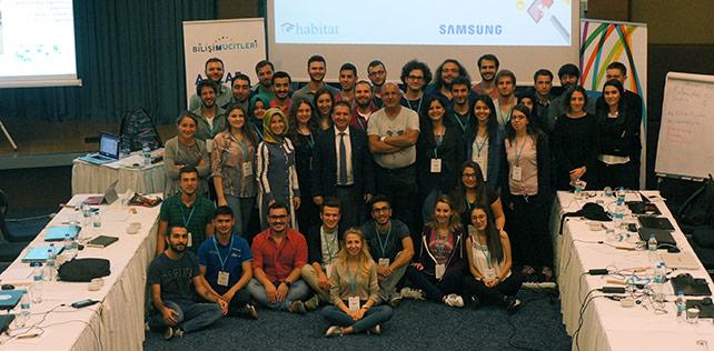 Samsung ve Habitat Derneği işbirliğiyle hayata geçen Bilişim Mucitleri Projesi, ikinci yılında 2000 gence eğitim sağlayacak. Eğitmen eğitimlerinin ilki 24-29 Eylül tarihlerinde Ankara'da yapılıyor. - CihazTV