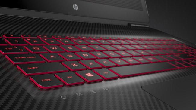 hp-omen-17-dizustu-bilgisayar-klavye