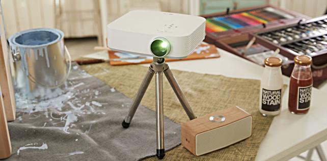 LG CineBeam PF50KA sadece 1 kg ağırlıkta projektör